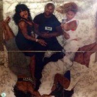 Y el domingo por la noche encendió las redes sociales al publicar dos fotos en las que comparte cama con cuatro mujeres diferentes. Foto:Vía instagram.com/FloydMayweather
