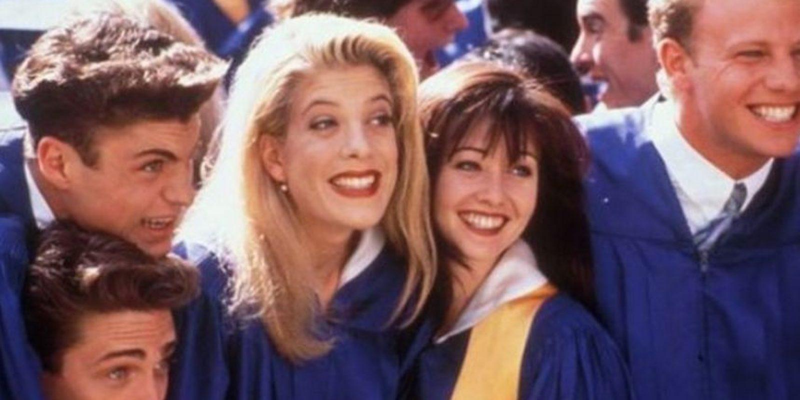 La serie trataba sobre la vida de un grupo de adolescentes que vivían en la lujosa comunidad de Beverly Hills, California. Foto:FOX