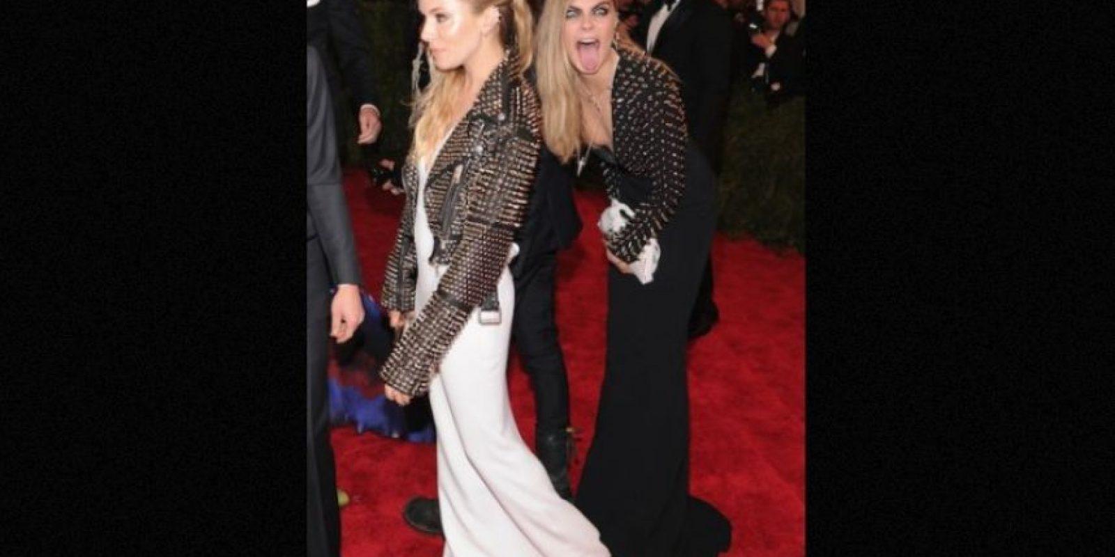 Cara Delevingne y Sienna Miller Foto:Getty Images