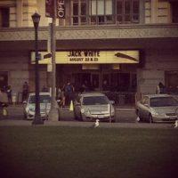 Su pequeño estacionamiento está en el frente. Foto:instagram.com/lizziemack