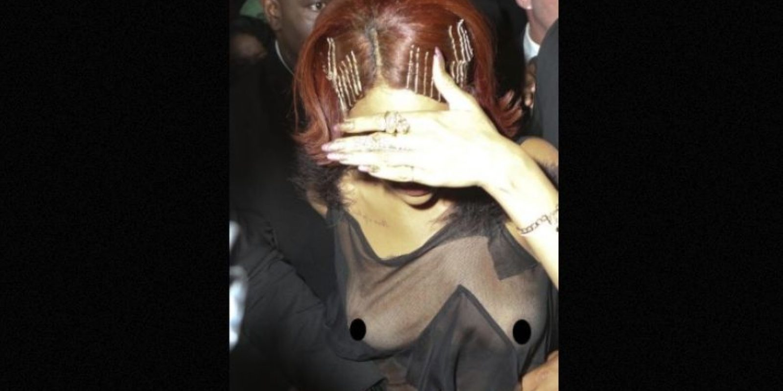 Rihanna quedó con poca ropa los premios MTV 2013. Foto:Grosby Group