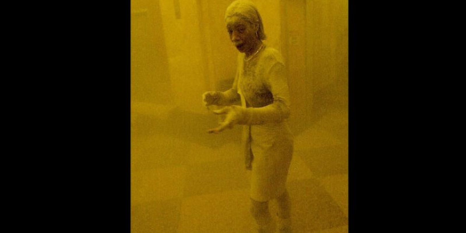 """La imagen de """"la dama de polvo"""" fue capturada por el fotografo Stan Honda Foto:AFP"""
