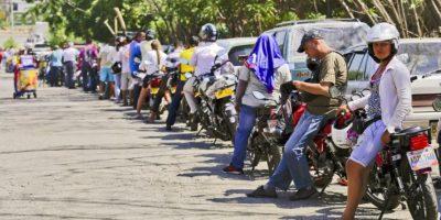 Con el paso de los días, la venta de gasolina en Cúcuta empezó a padecer problemas de abasto. Foto:AFP