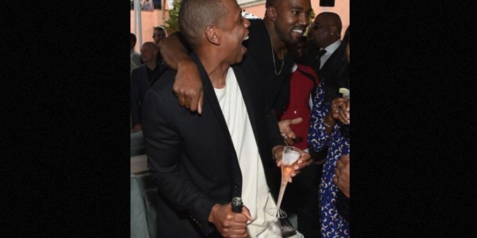 """""""Cuando ves pinturas en un castillo la gente no está sonriendo porque no se verían tan interesantes"""", explicó Kanye en el evento """"Daily Front Row Fashion Awards. Foto:Getty Images"""