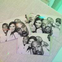 Kanye West tiene una excusa fundamentada en las personas de clases altas del pasado, quienes lucían elegantes sin mostrar los dientes. Foto:Instagram/KylieJenner