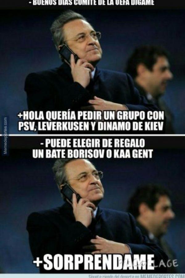 """Florentino Pérez haciendo los """"preparativos"""" antes del sorteo. Foto:memedeportes.com"""