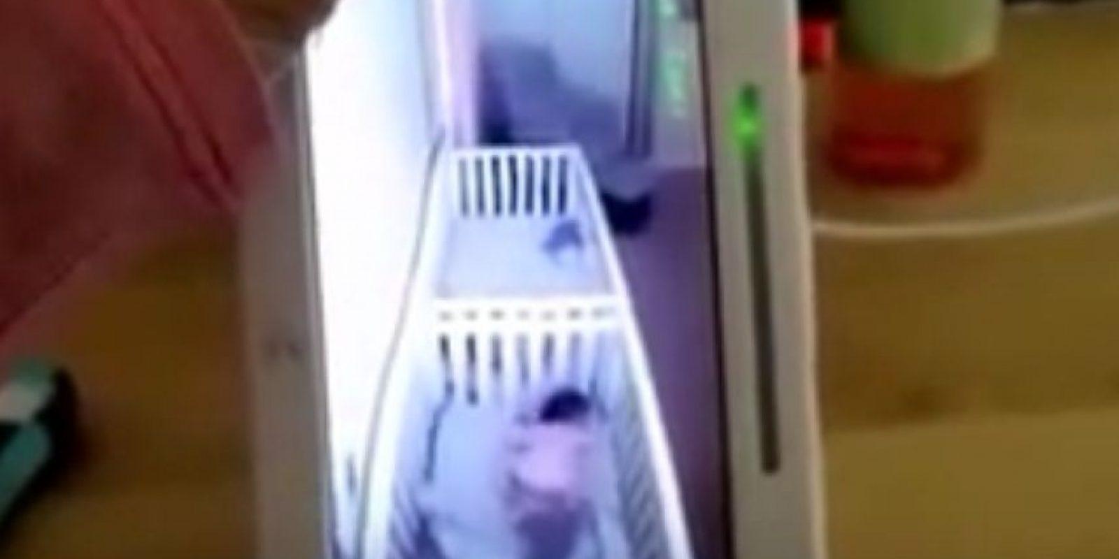 Inmediatamente después de escuchar su voz, ambas se tiraron a la cama fingiendo estar dormidas. Foto:Vía Facebook/It'sJudyTime