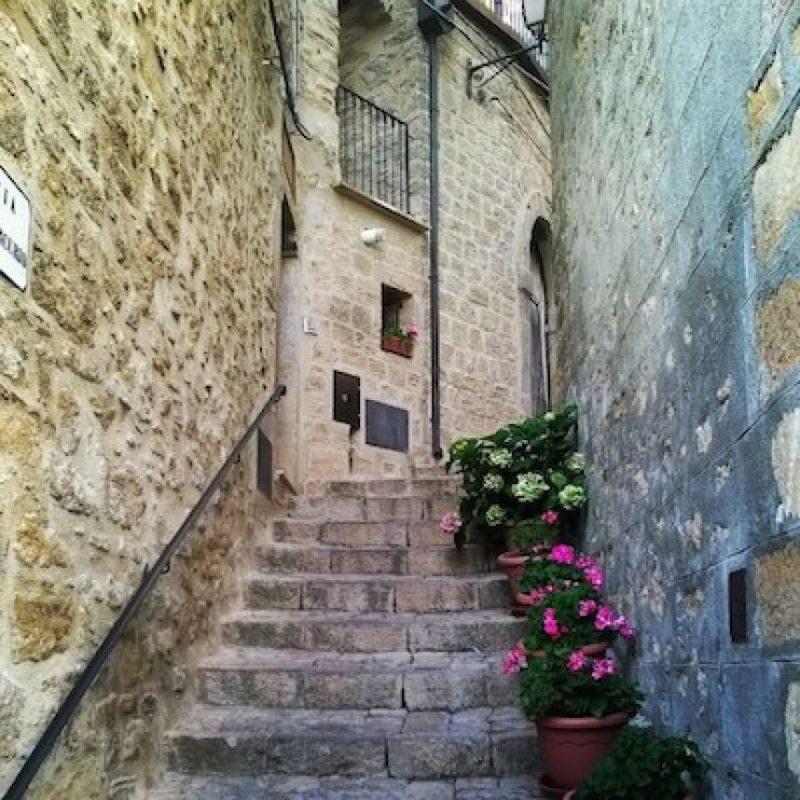 Solamente se les dará a ciudadanos italianos o de la Unión Europea, quienes deberán presentar en un año un proyecto de restauración, el cual terminarán en 3 años, de acuerdo comunicado emitido por las autoridades Foto:Instagram.com/mrtrap90