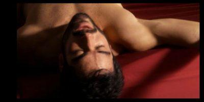 """""""Poncho"""" interpreta a """"Hernando"""" quien es pareja de """"Lito"""", interpretado por el actor español Miguel Ángel Silvestre. Foto:Netflix"""