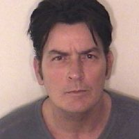 """""""Soy adicto a una droga. Se llama Charlie Sheen. No está disponible porque si la pruebas, morirás"""". Foto:Getty Images"""