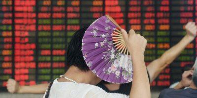 Inversor de china con un abanico. Foto:AFP