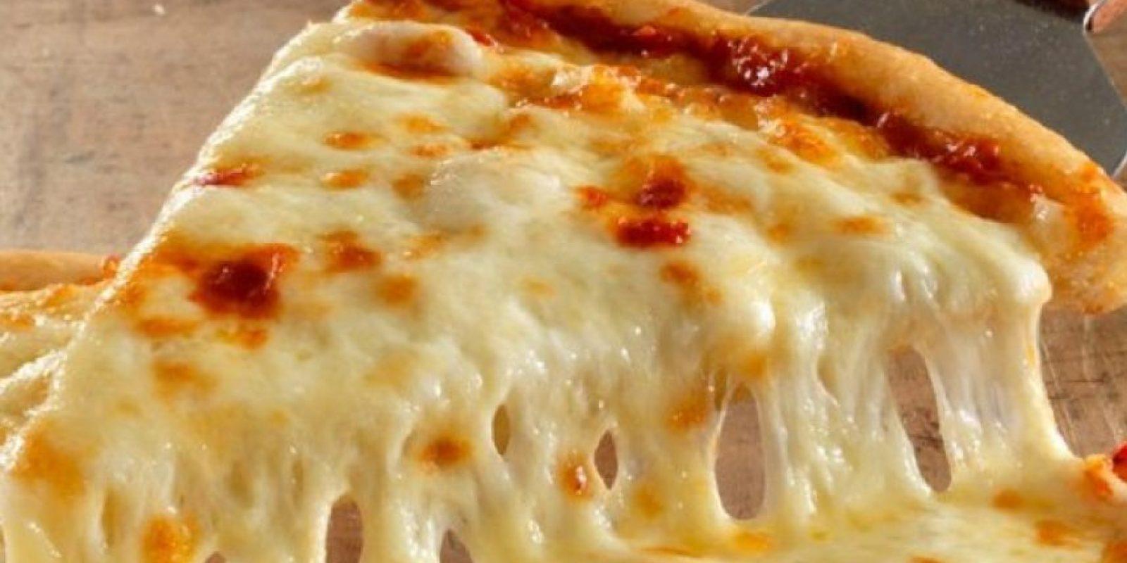Las personas que simplemente toman un trozo de pizza y la llevan cuidadosamente a su boca, suelen ser perfeccionistas que piensan desorden equivale a la tensión. Foto:Wikimedia