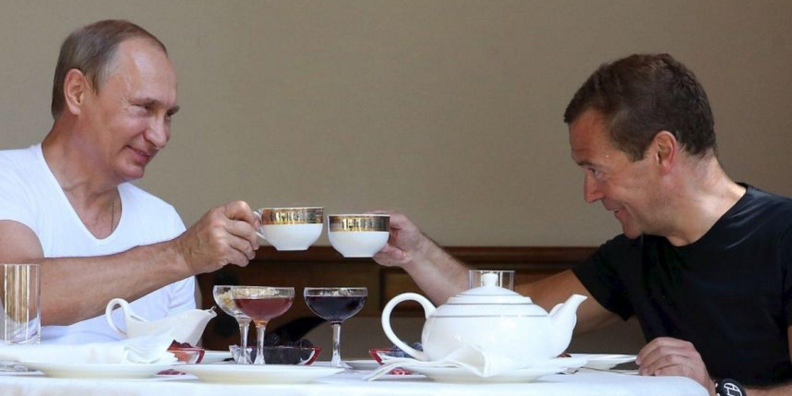Después de su sesión ambos funcionarios se relajaron con una tasa de té. Foto:AFP