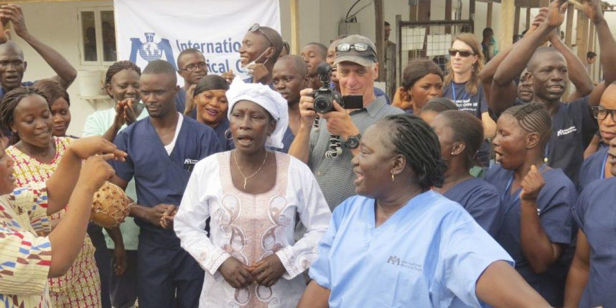 Video: Celebran el alta del último paciente del Ébola en Sierra Leona