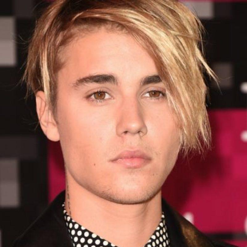 Bieber aseguró a principios de este año que se arrepentía de haberse comportado como un niño malcriado, ello mientras terminaba su intervención en el Roast que Comedy Central le organizó, y al que él acudió más que gustoso, pues aseguró en su momento que uno de sus sueños era que diversos comediantes lo insultaran en un programa de televisión. Foto:Getty Images