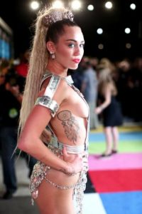 Miley Cyrus ¡De infarto su outfit! Foto: Getty Images