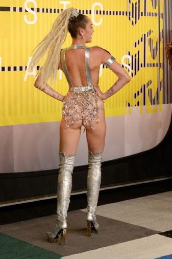 La presentadora del evento se llevó todas las miradas en la alfombra roja Foto:Getty Images