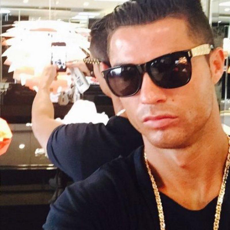 Cristiano Ronaldo puede darse ese lujo gracias a su sueldo que es de 901 mil 485 euros semanales. Foto:Vía instagram.com/Cristiano