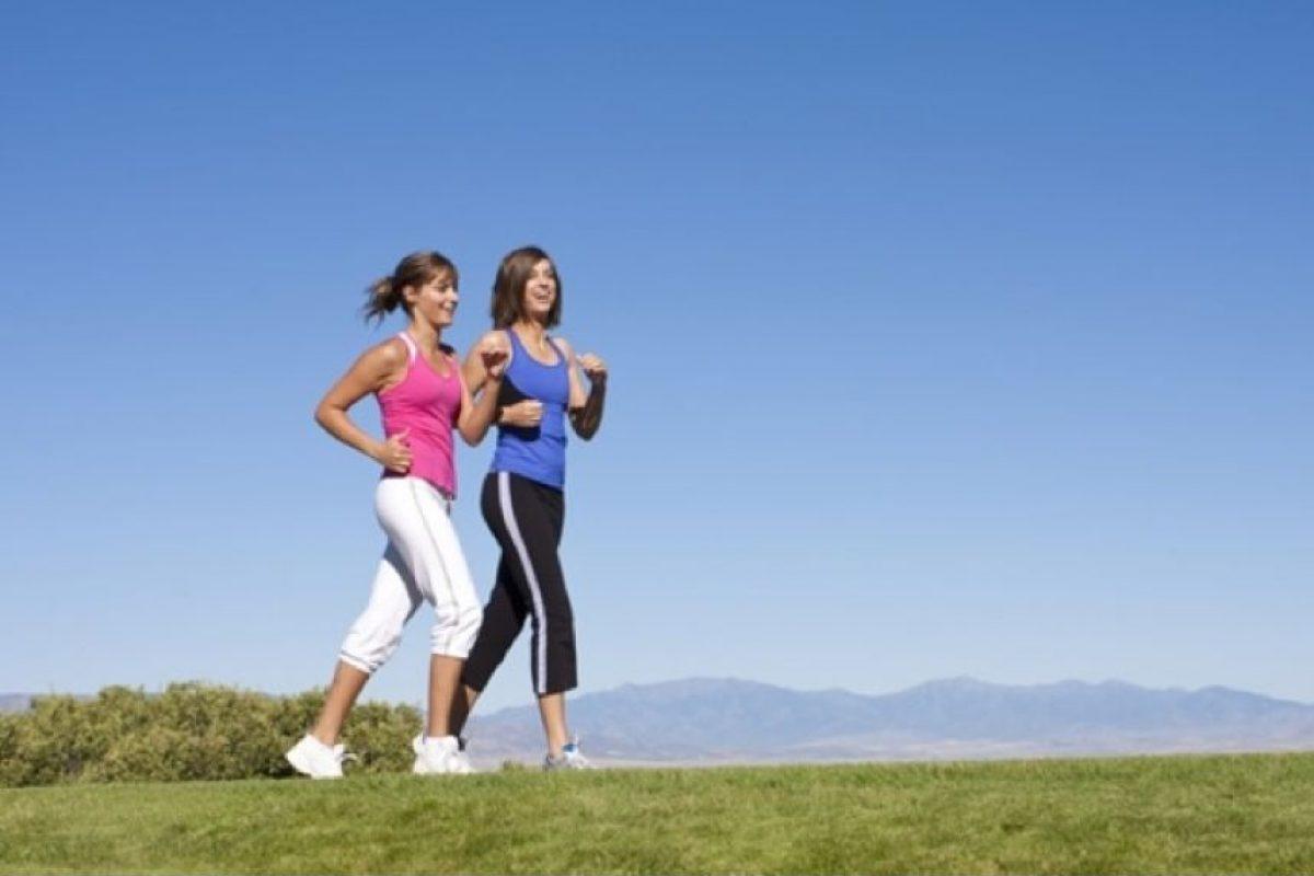 Todo el mundo debería hacer al menos 20 ó 25 minutos de caminata. Foto:Pinterest