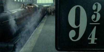 """Razón por la que le pidió a los fanáticos del mundo mágico ir al """"anden 9 3/4"""" para despedir al primogénito de """"Harry"""". Foto:YouTube/Warner Bros"""