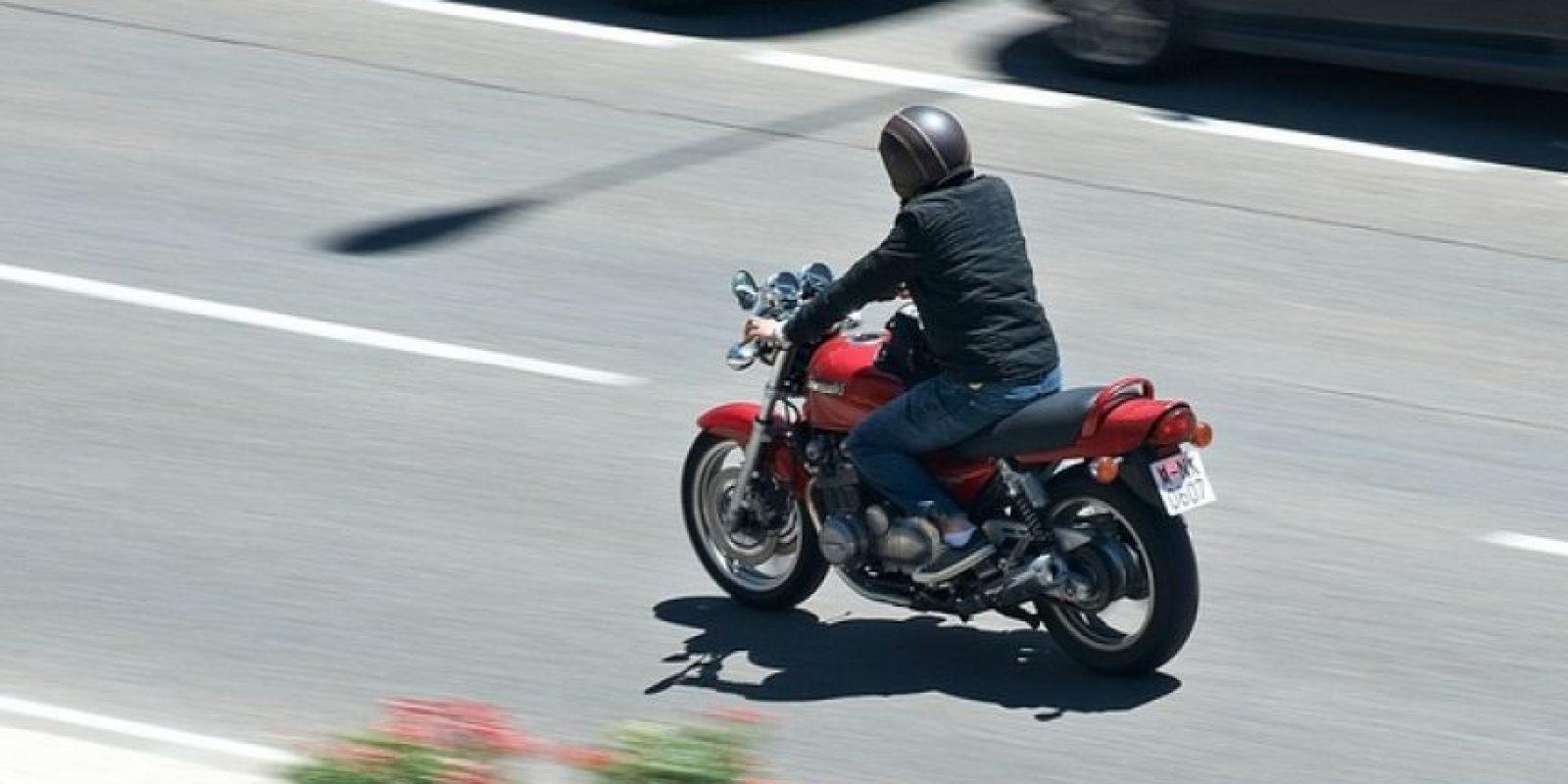 Las llantas con exceso o falta de presión comprometen la adherencia de la moto al piso y hacen que la conducción se vuelva inestable. Foto:Wikimedia
