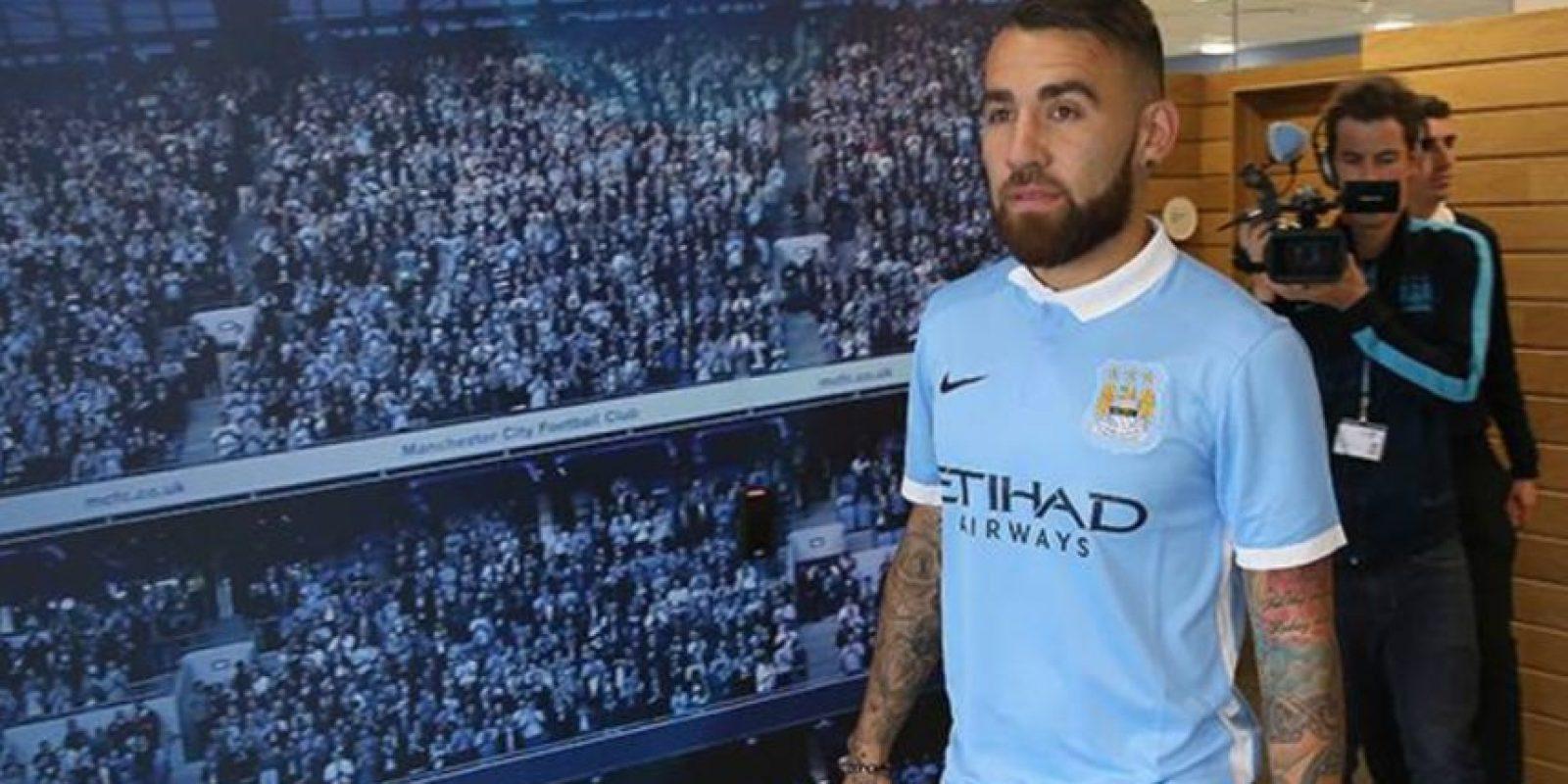 5. Nicolás Otamendi (Argentina) /Manchester City lo trajo del Valencia por 44.6 millones de euros. Foto:Vía twitter.con/MCFC