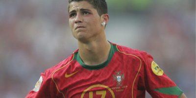 2004 – Se dio a conocer internacionalmente al aparecer como el joven talento de la Selección de Portugal en la Eurocopa de 2004. Foto:Getty Images