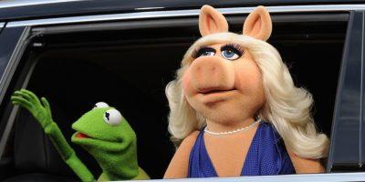 """""""Después de una cuidadosa reflexión y una considerable riña, 'Miss Piggy' tomó la difícil decisión de terminar nuestra relación romántica"""", escribió el famoso anuro en sus redes sociales. Foto:Getty Images"""