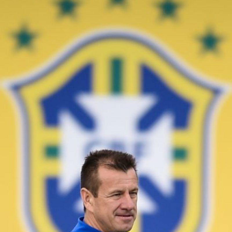 """Luego de que fuera eliminado en cuartos de final del Mundial de Sudáfrica 2010, la prensa e hinchada del """"Scratch"""" pidió su salida. Regresó y en la pasada Copa América fue eliminado en cuartos de final Foto:Getty Images"""