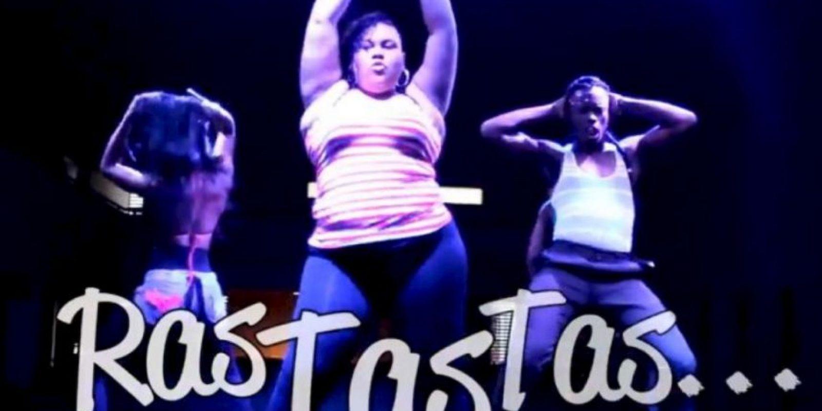 De hecho, bailarinas como Nikol Ramírez se hicieron famosas por aparecer en el video. Foto:vía Cali Flow Latino/Youtube