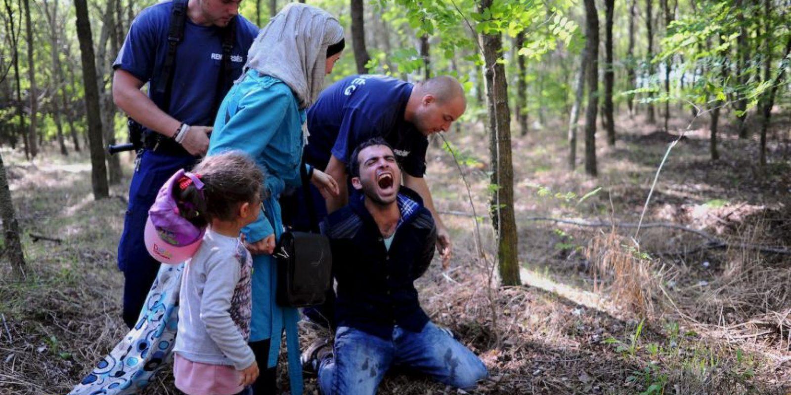 Migrante es arrestado en la frontera de Hungría y Serbia. Foto:AFP
