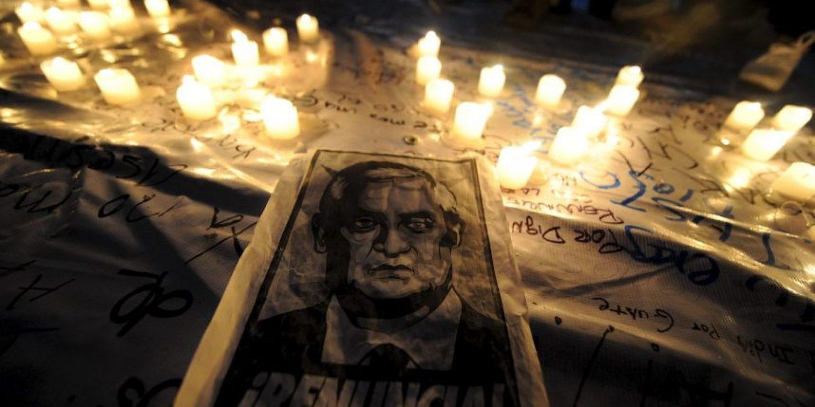 5. La Fiscalía de Guatemala pidió su arraigo, con el fin de que no salga del país. Esto sucedió a unas horas de haberse retirado la inmunidad Foto:AFP