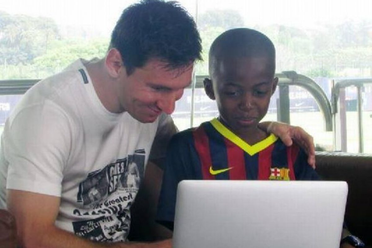 Lionel Messi conoció al humilde niño Issa N'Diaye, de Senegal Foto:Vía twitter.com/FCBarcelona