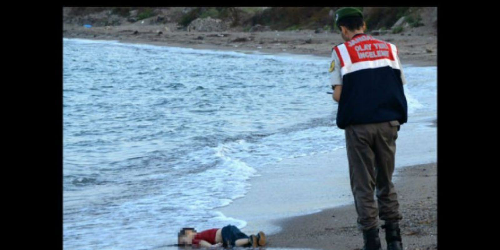 Su nombre era Aylan Kurdi y tenía tres años. Foto:AP