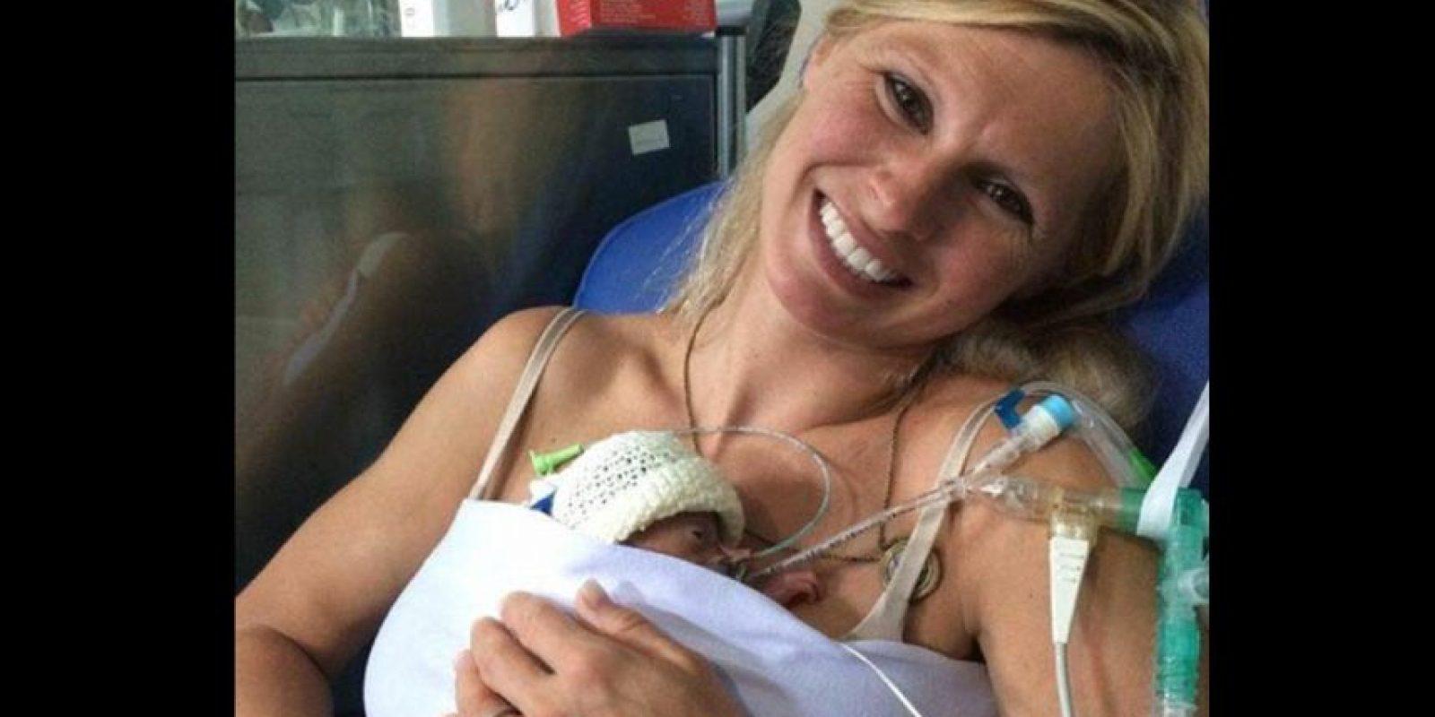 La pareja se encontraba de vacaciones en Portugal cuando dieron a luz a sus gemelos. Foto:Vía Facebook
