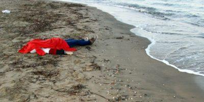 Los cuerpos de los hermanitos sirios Aylan y Galip. Foto:AFP