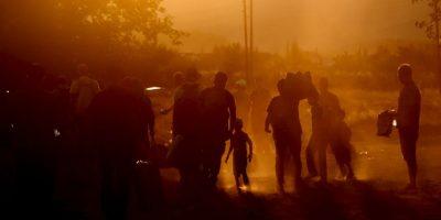 Inmigrantes en la frontera de Hungría y Serbia. Foto:AFP