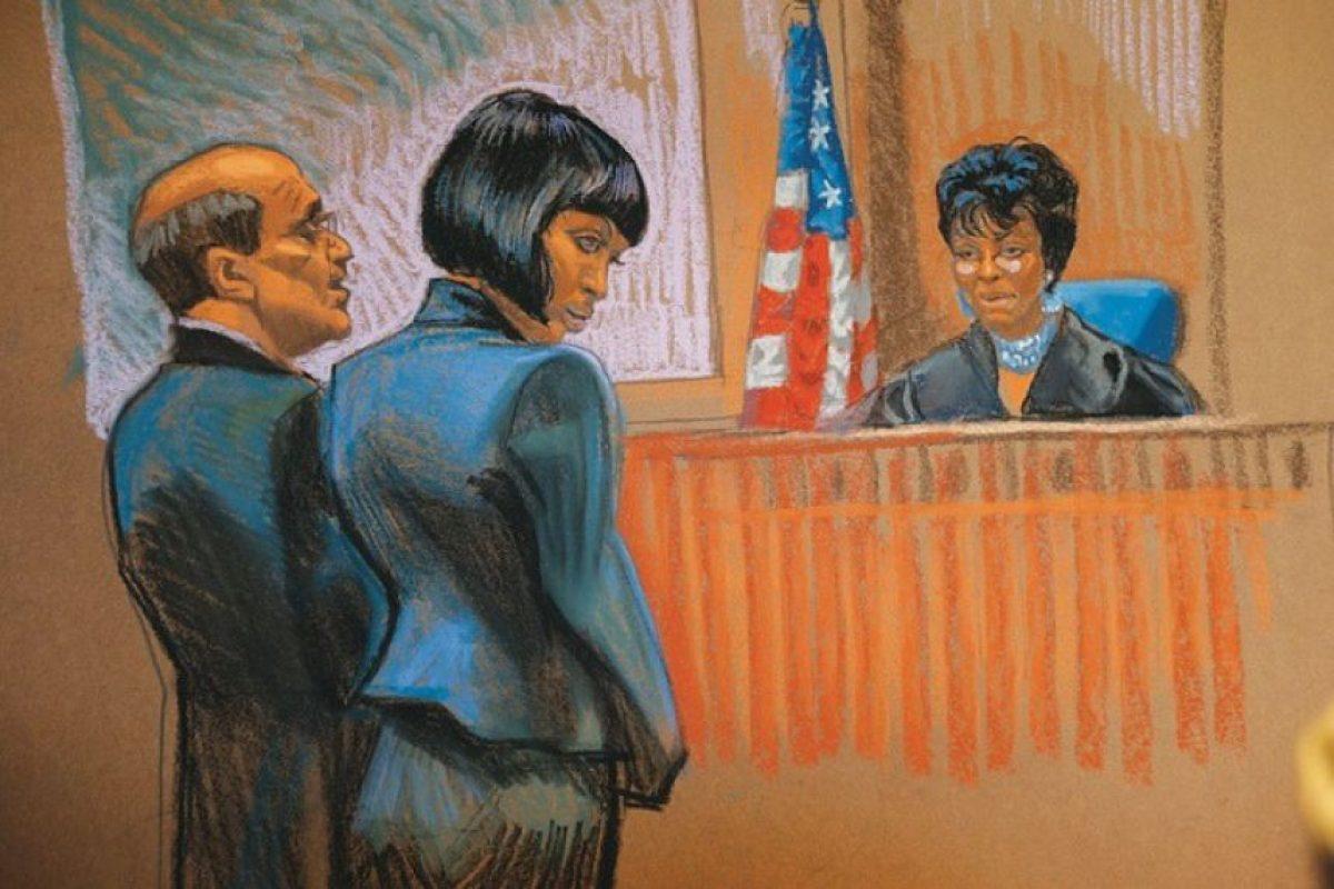 Fue acusada de agredir a su empleada doméstica con un teléfono Blackberry Foto:Dibujado por Christine Cornell