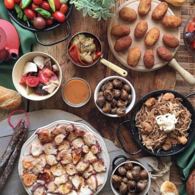 """""""He empezado a comer sano. Esto es para mí el mayor sacrificio, comer vegetales todo el tiempo. Es fácil renunciar a casi todo, pero comer sano es verdaderamente duro"""", confesó. Foto:Vía instagram.com/explore/tags/salad"""