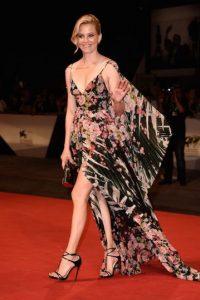 Tras el incidente, la actriz siguió caminando como toda una profesional. Foto:Getty Images