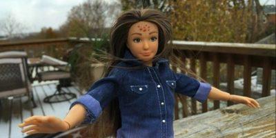 """1. Lammily: Nickolay Lamm creó a la muñeca en 2013. La muñeca – basada en el físico de una chica """"promedio"""" de 19 años de edad (cinco pies, cuatro pulgadas (163.3 centímetros) de altura, 150 libras (68 kilogramos) de peso, con 33.5 pulgadas (85 centímetros) de busto) – nació de imágenes de photoshop de Lamm de Barbie 'la mujer real'. Foto:Lammily"""