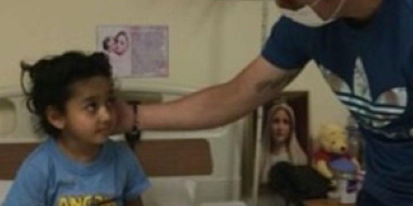 James saluda a una niña en un hospital infantil. Foto:instagram.com/jamesrodriguez10