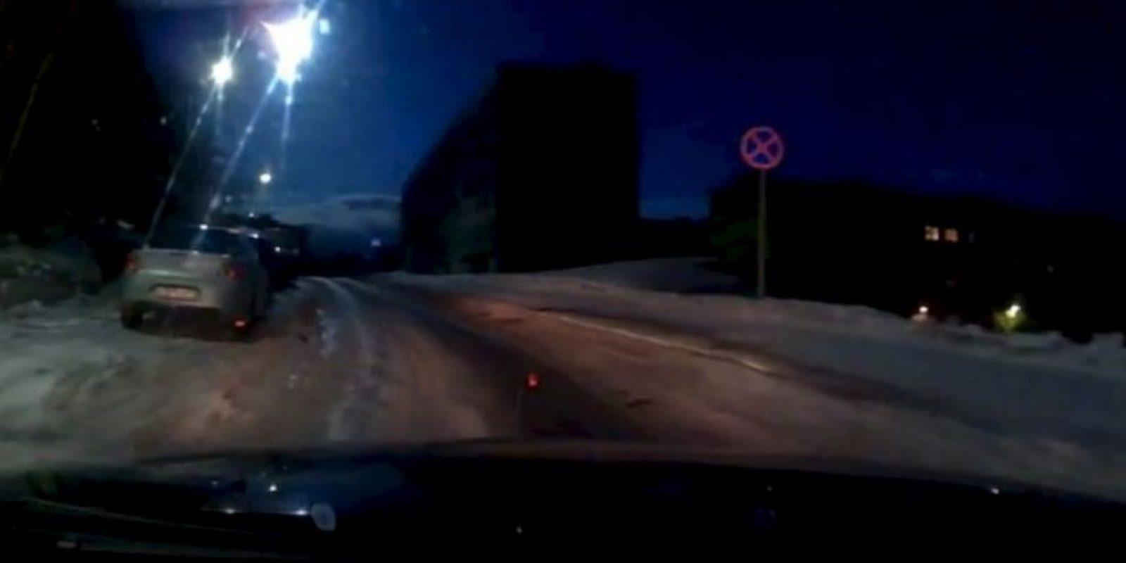 En el video difundido por el canal de Youtube 9plus0 se obseva la forma en que el cielo nocturno de Múrmansk se encendió durante unos segundos por un brillante destello de color azulado, provocado por el meteorito. Foto:YouTube.com – Archivo