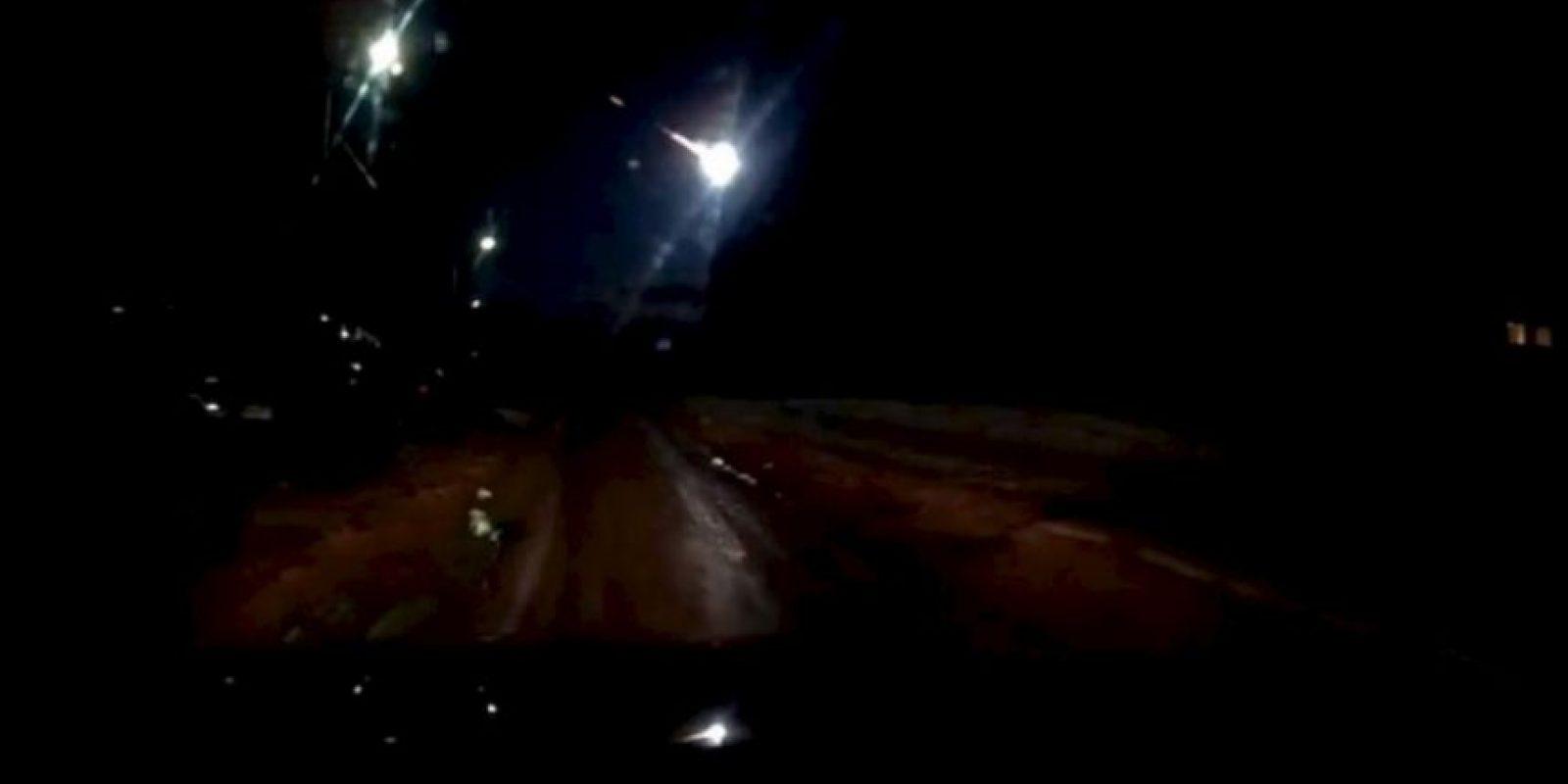 Según informa la televisora rusa RT, hasta el momento no se reporta ningún impacto de los restos de este meteorito en la Tierra. Al parecer, el cuerpo celeste se desintegró bastante lejos de nuestro planeta. Foto:YouTube.com – Archivo