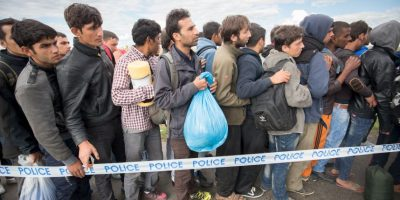 Organizaciones no gubernamentales les dan comida Foto:Getty Images