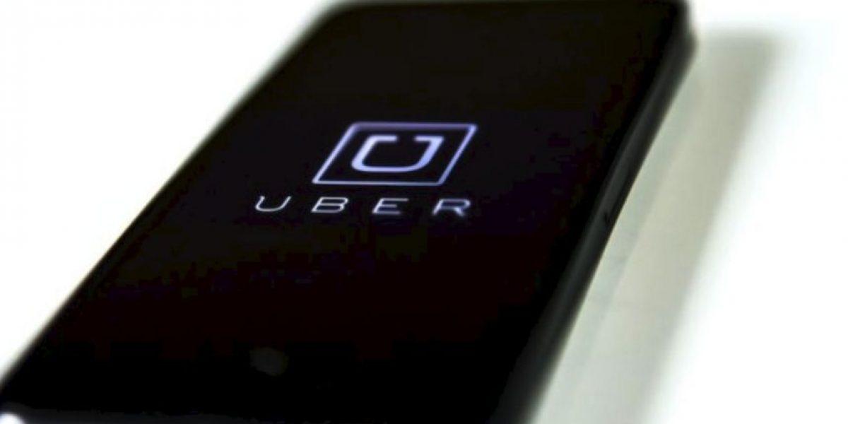 Video: Taxistas agreden a pasajera de Uber