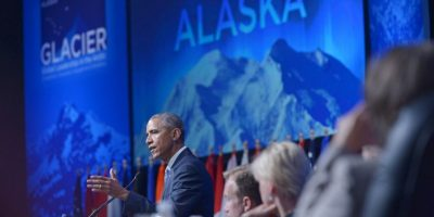 Video: Barack Obama come los sobrantes de la comida de un oso