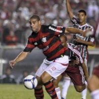 En 2009, Adriano volvió a Brasil tras un paso intermitente en el fútbol de Europa. El delantero fue fichado por el Fluminense, quien se comprometió a ayudarlo en su recuperación de los problemas de rendimiento y sobrepeso que lo aquejaban. Foto:Getty Images