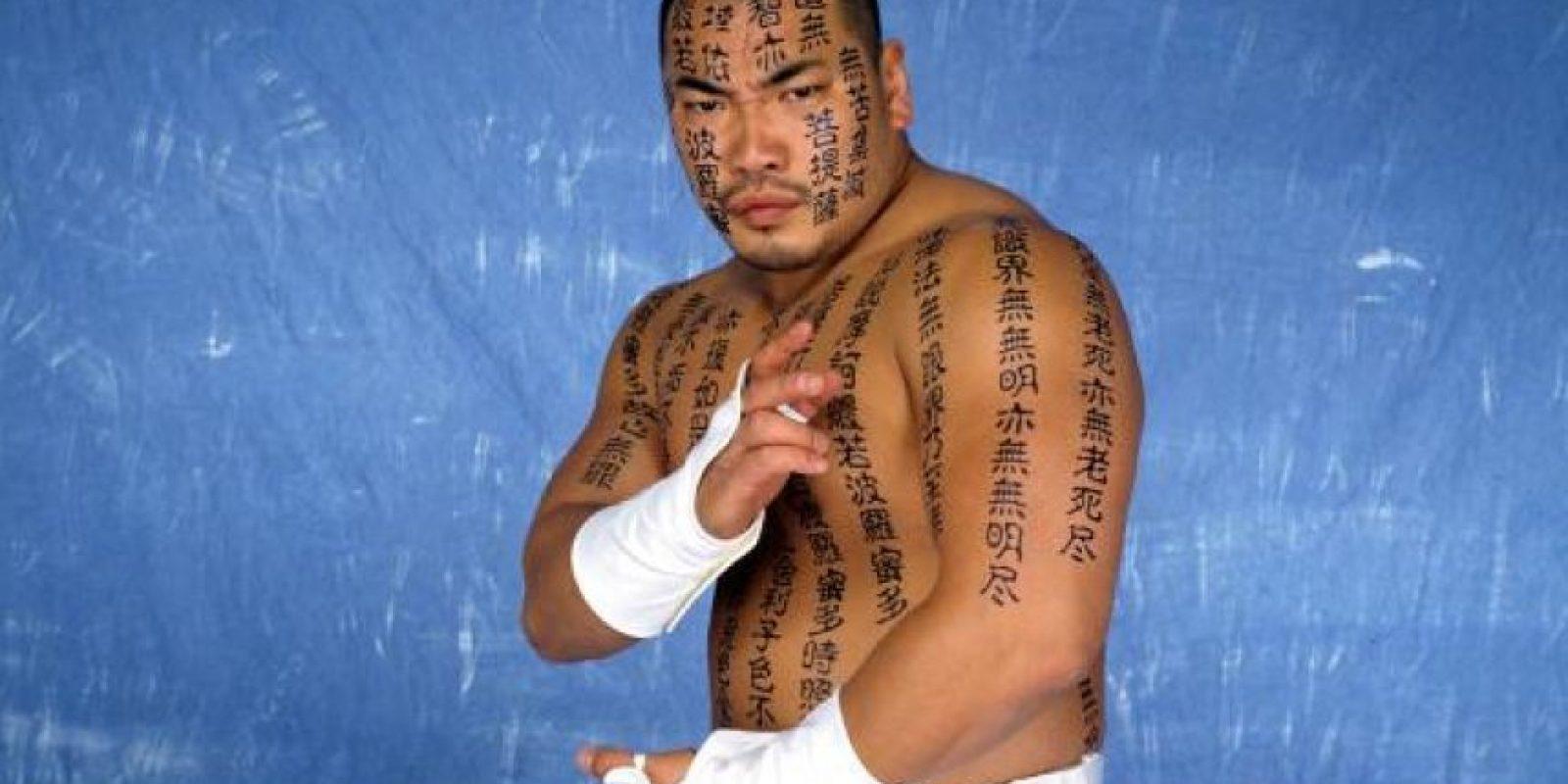 Hakushi decoró todo su cuerpo Foto:WWE