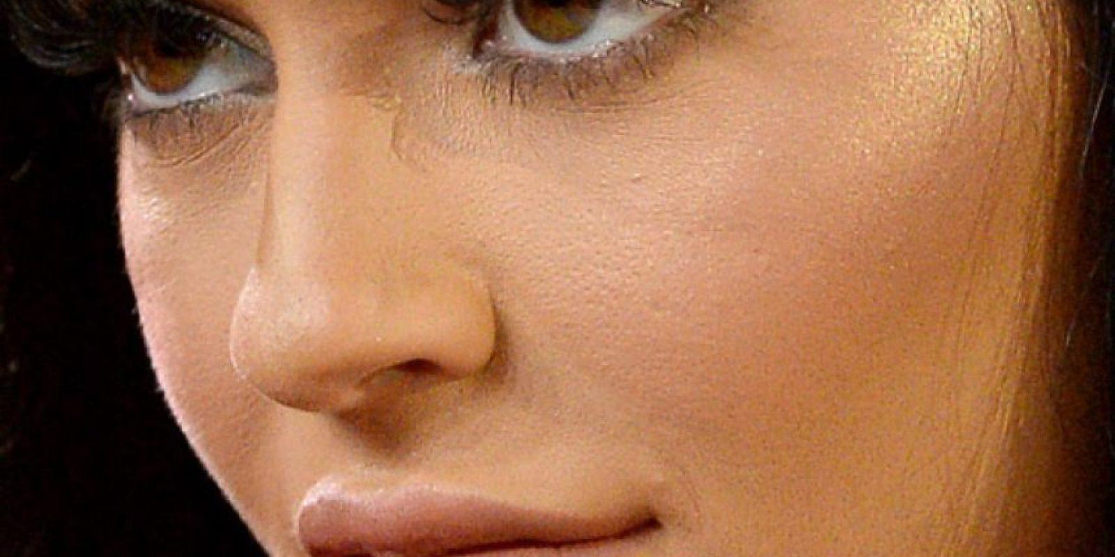 Todas las capas de maquillaje de Kylie Jenner. Foto:vía Celebrity Closeup/Tumblr